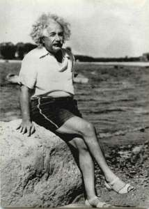 albert-einstein-wearing-womens-shoes